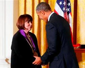 LindaRonstadt.NatlMedalOfArts.July2014.cr-use