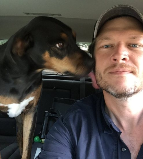 6.DogNews.BlakeShelton.sept2018.Betty-use